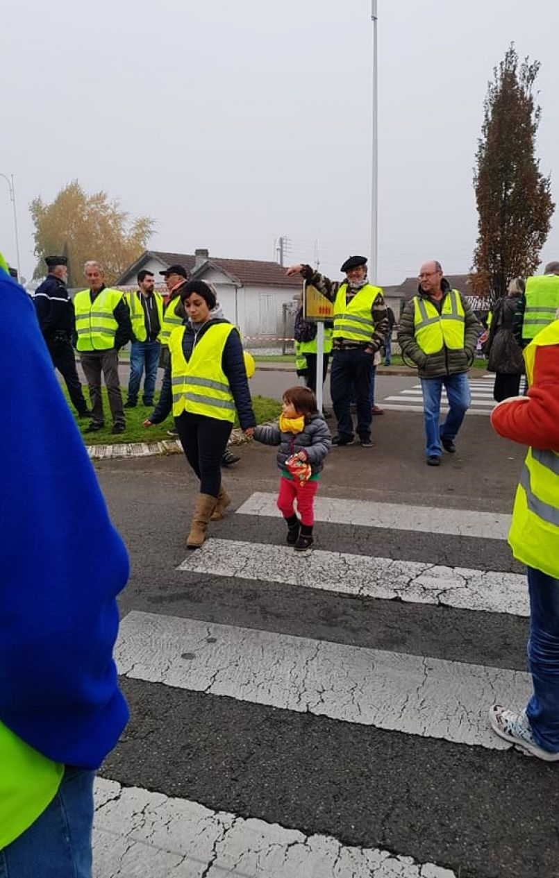 Fgl A La Une Du 15 11 18 Pour Des Gilets Jaunes Landais Macron