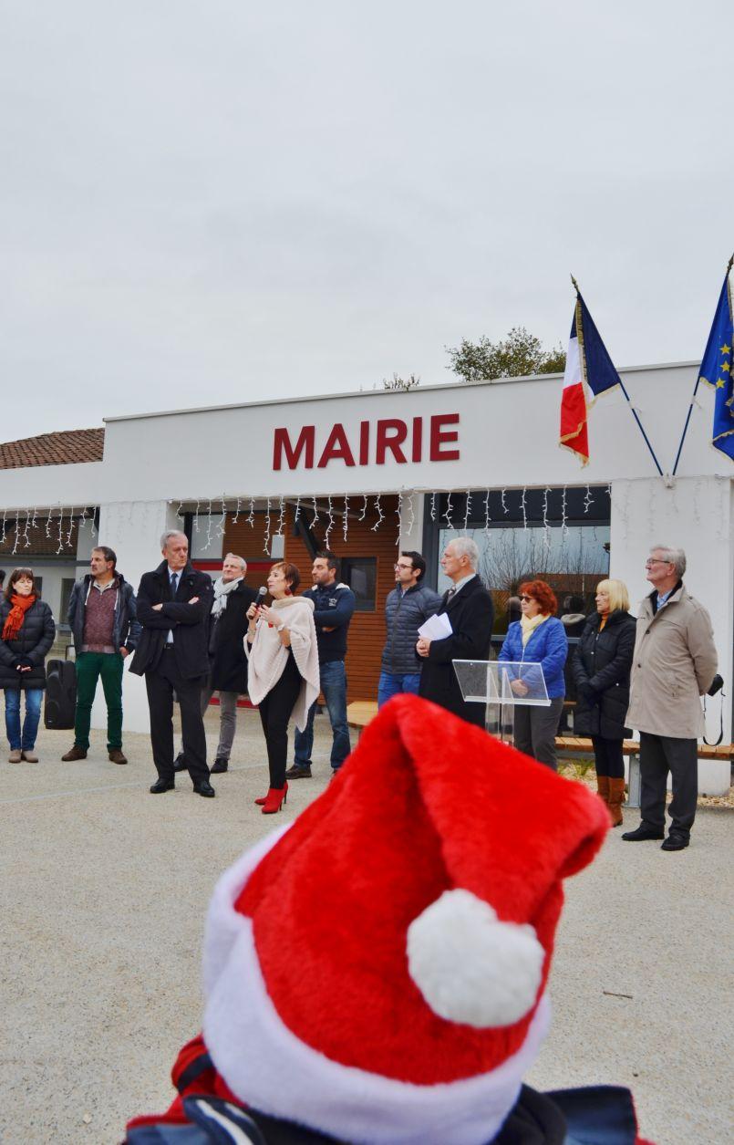 A Gastes (40), Françoise Douste et ses conseillers clôturent leur mandat en inaugurant leur place centrale.