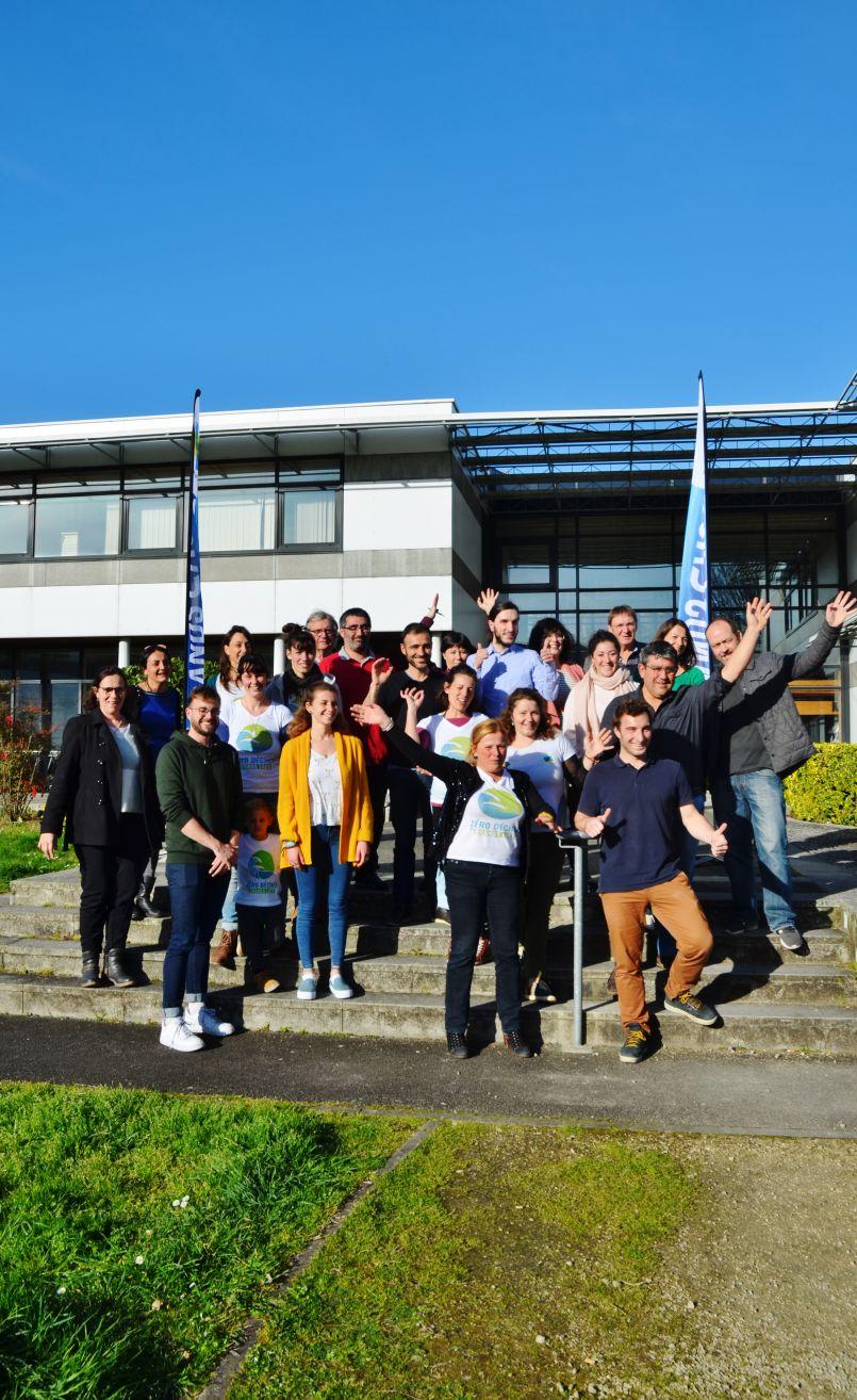 Beau succès d'estime du 1er Salon Plan Climat à Parentis en Born. Le siège de la Communauté de Communes des Grands a aussi été inauguré.