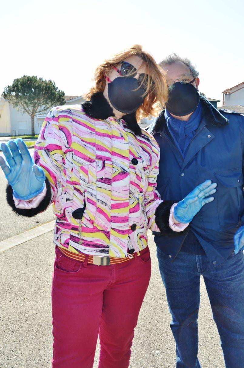 Distribution de masques par les collectivités landaises : à Biscarrosse dès vendredi à l'Arcanson, sous forme de 'Drive'. Parentis en Born, en a déjà distribué 3000 dans un premier temps.