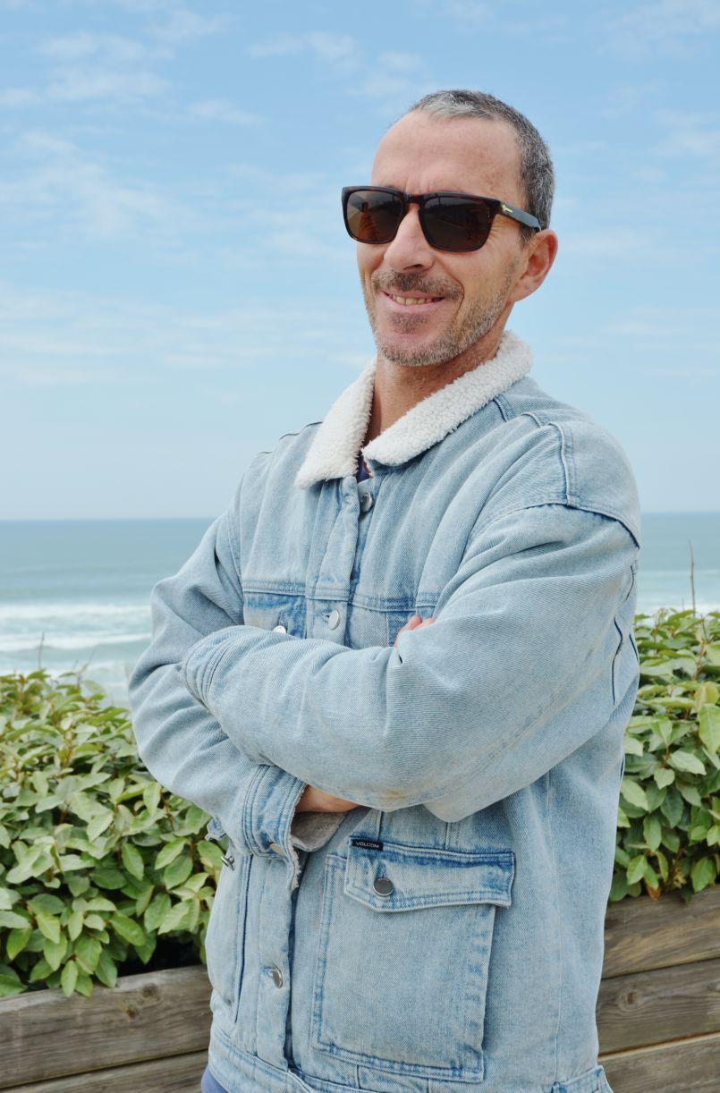 Les surfeurs Biscarrossais prônent un retour à l'Océan pour la pratique d'une activité physique temporaire. Interview de Glenn et Andy au micro d'Hervé Delrieu.