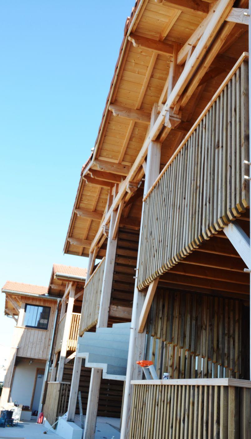 Gujan-Mestras : des artistes au cœur d'une réalisation exemplaire, vraie 'plus value' d'une résidence touristique unique. Le reportage d'FGL aux '12 de Larros'