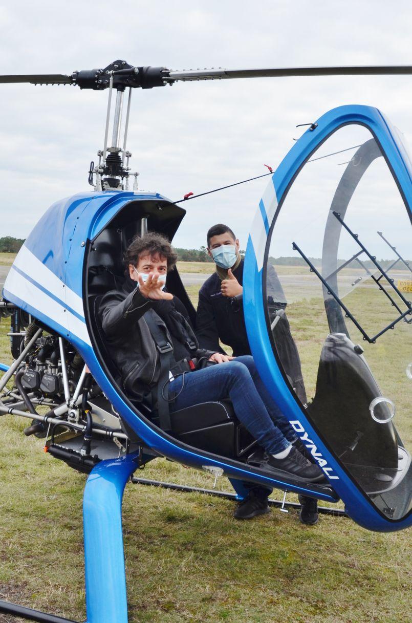 Confinés dans les airs : vol au dessus des grands lacs avec Pierre Couder et Hervé Delrieu. Un reportage à l'air libre (ou presque...) et où s'arrête le temps.