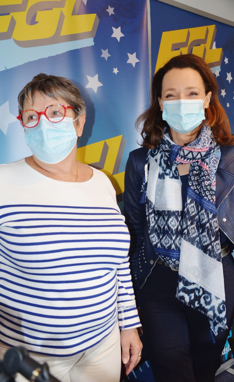 Opération Beegift terminée à Biscarrosse. Bilan de 4 mois avec Hélène Larrezet (maire) et Laure Pincé (adjointe) qui planchent pour accompagner le commerce local dans ce contexte de pandémie.