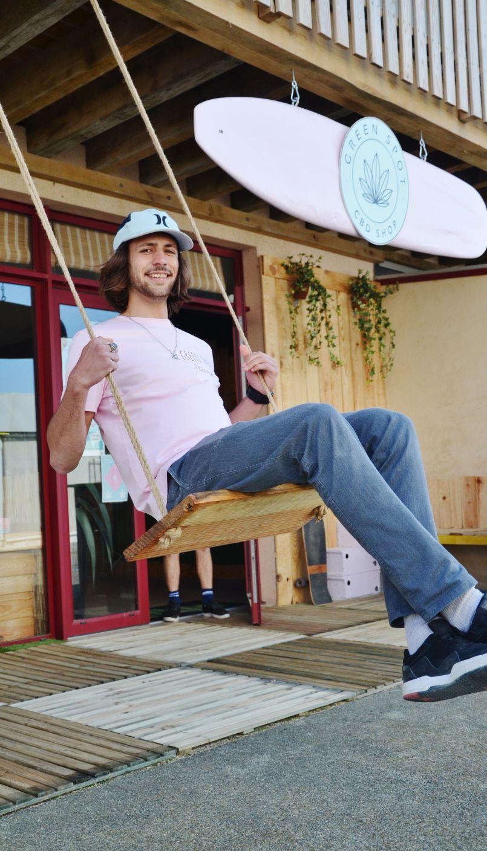 Portrait d'un jeune entrepreneur : à Biscarrosse-Plage, Léo a abandonné ses études d'ingénieur...pour devenir commerçant. L'effet Covid-19 ?