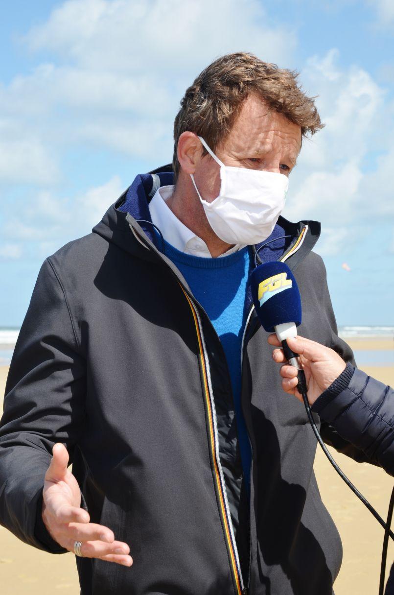 Régionales 2021 contre vents et marées pour le leader d'EELV Yannick Jadot. Il accompagnait, ce 14 mai, la tête de liste Nouvelle-Aquitaine Nicolas Thierry près des villas dites 'jumelles' à Biscarrosse-Plage (40).
