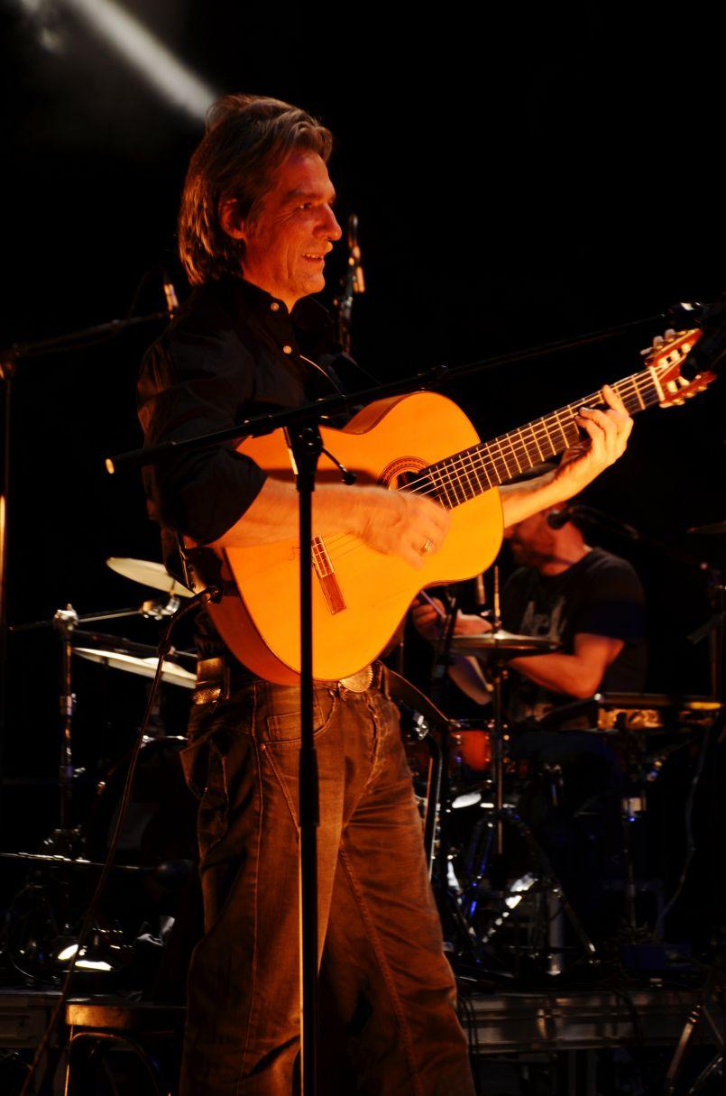 Interview d'Yvan Le Bolloc'h. L'artiste était en concert à Biscarrosse pour la CGT 40