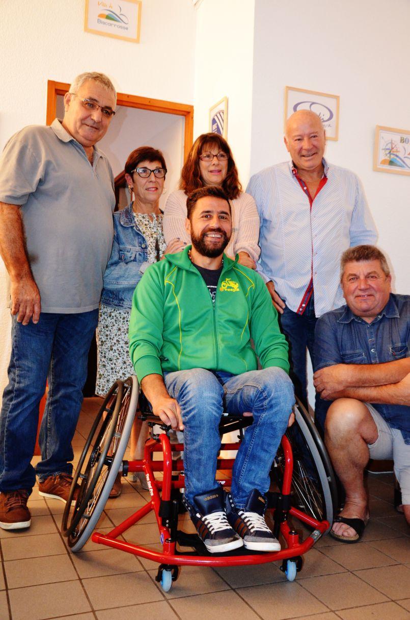 Le fauteuil du coeur offert par les Culs Blancs aux handicapés de Biscarrosse