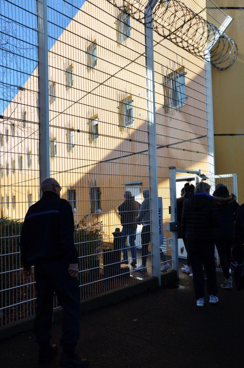 La générosité des filles de 'Basket Landes', en immersion au Centre pénitentiaire montois