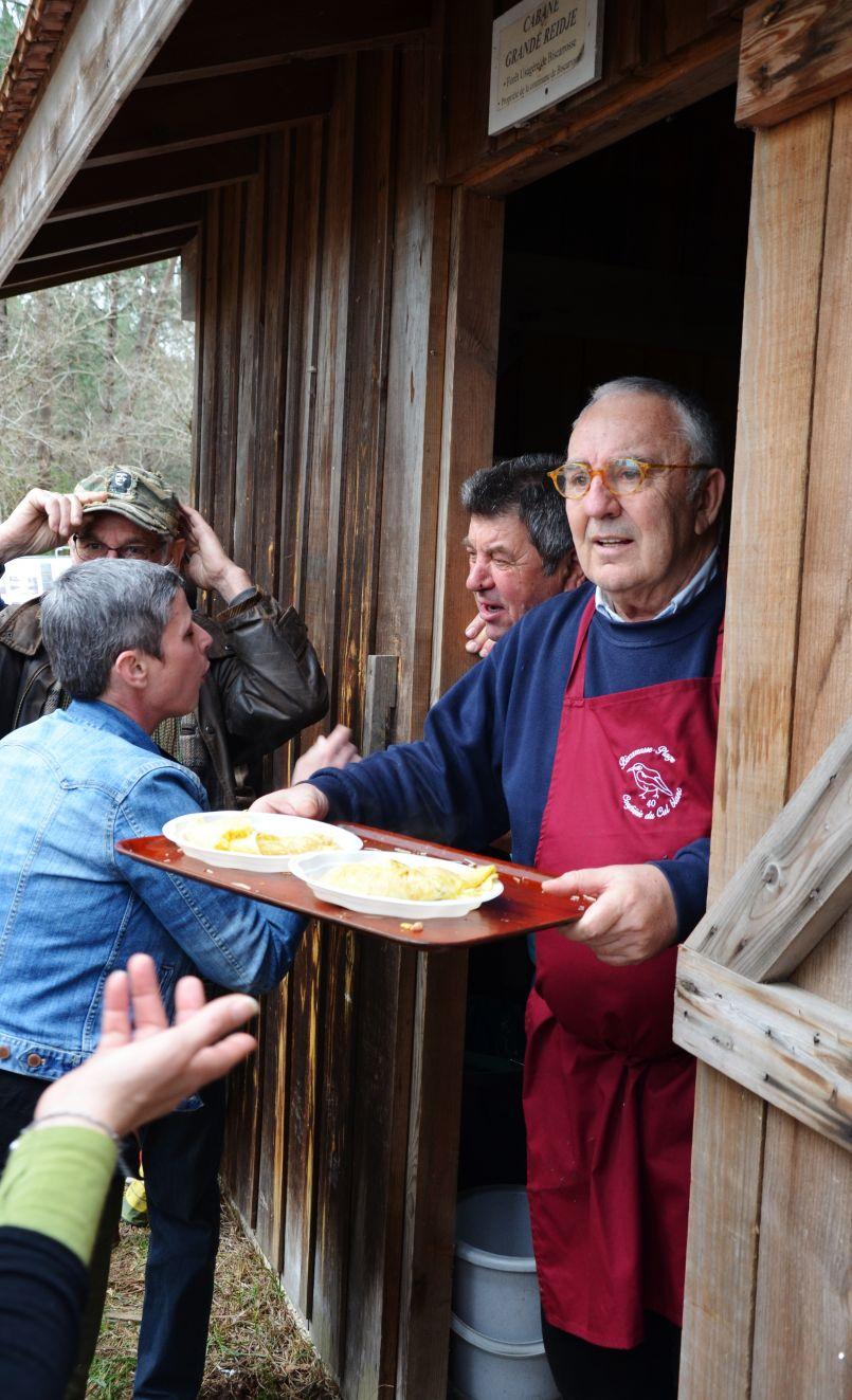 Pâques des Culs Blancs à Biscarrosse : ils ne font pas d'omelettes sans casser des oeufs...
