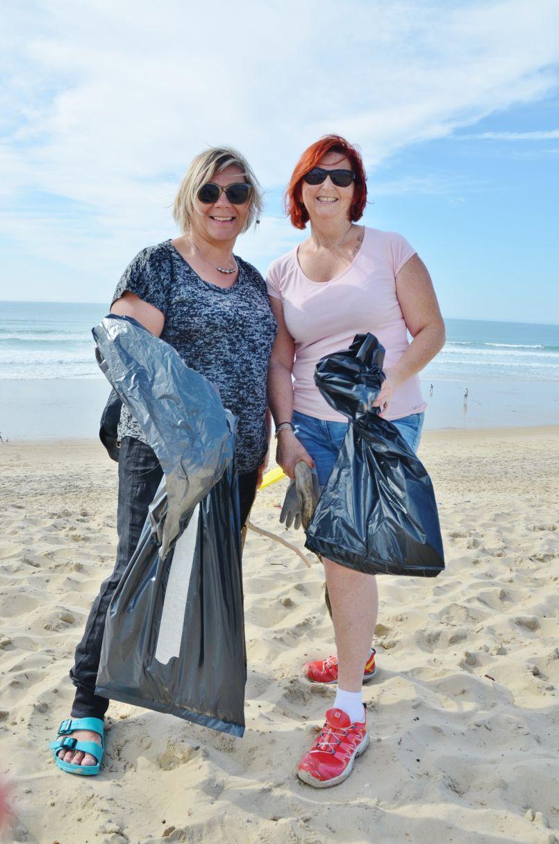 Plus de 300 bénévoles ont, à Biscarrosse, retroussé leurs manches pour nettoyer la plage