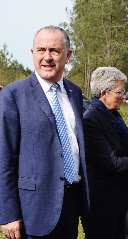 Le ministre Didier Guillaume a amené des réponses à la filière bois, sans langue de....