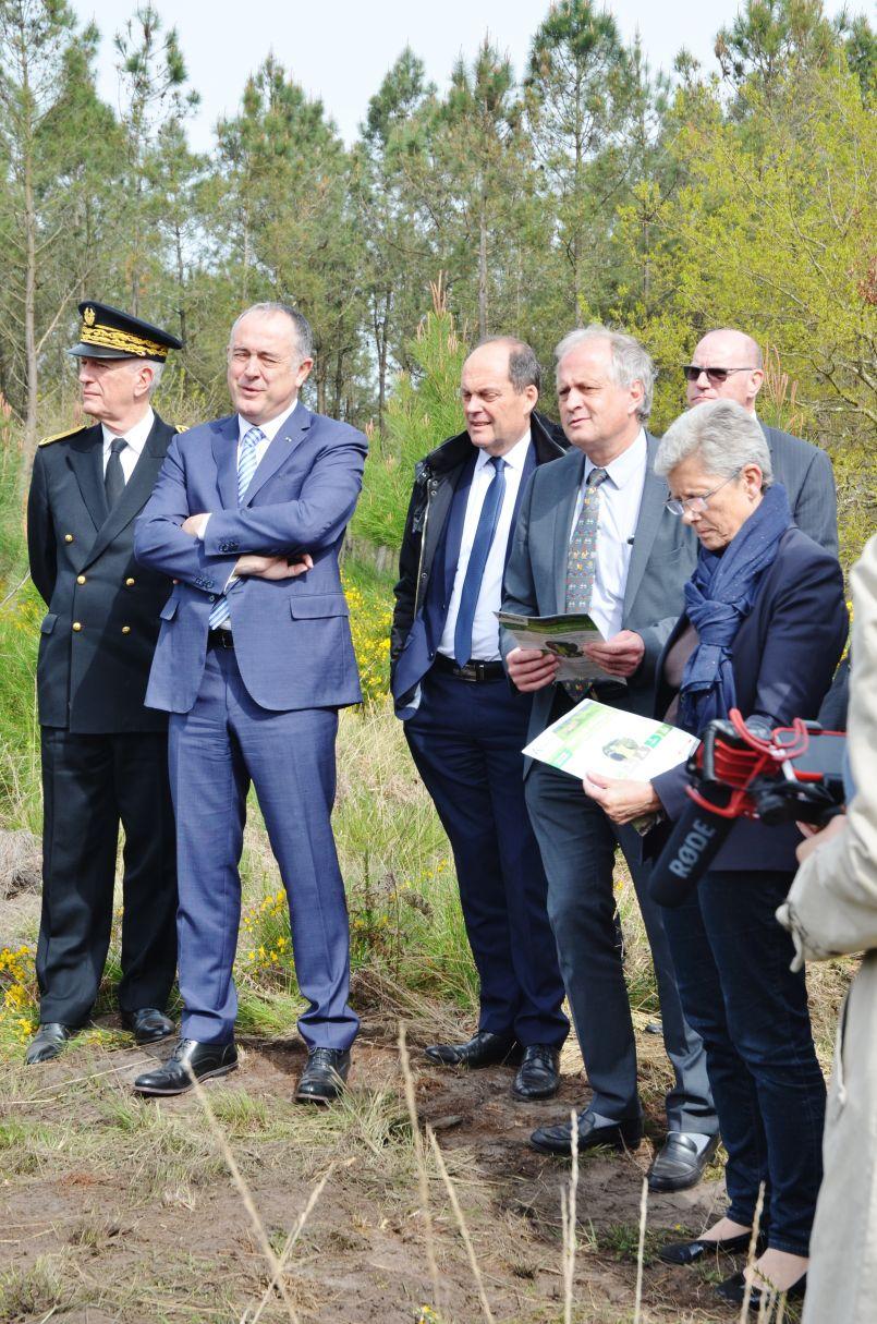 Quand le ministre de l'agriculture, Didier Guillaume, échange avec la filière bois landaise...