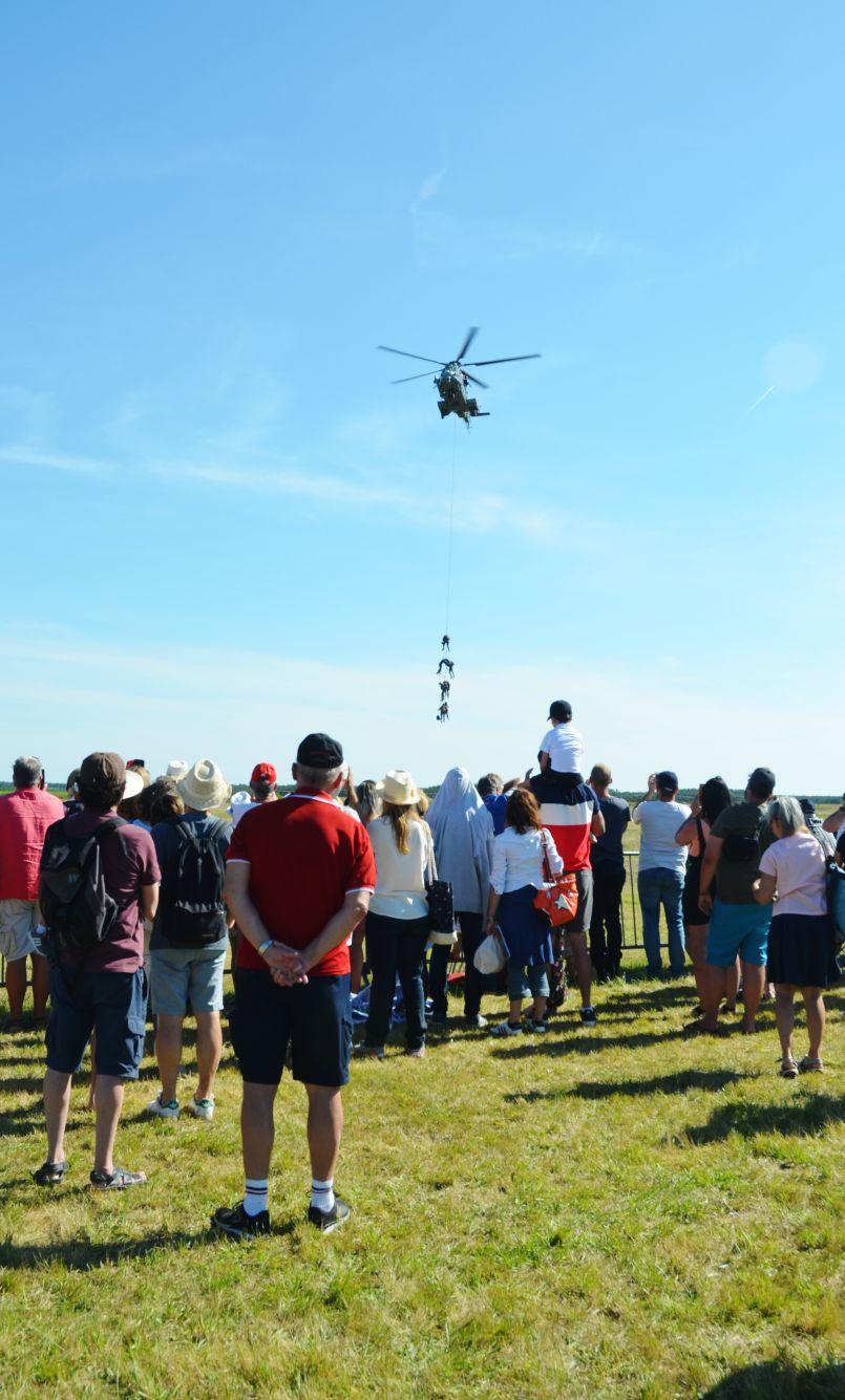 1er grand 'Meeting' de l'aérodrome de Mimizan ce 16 juin : 3000 têtes tournés vers le ciel...