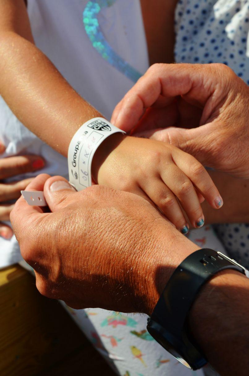 Biscarrosse Plage (40) : un bracelet de plage pour que votre enfant puisse être retrouvé.