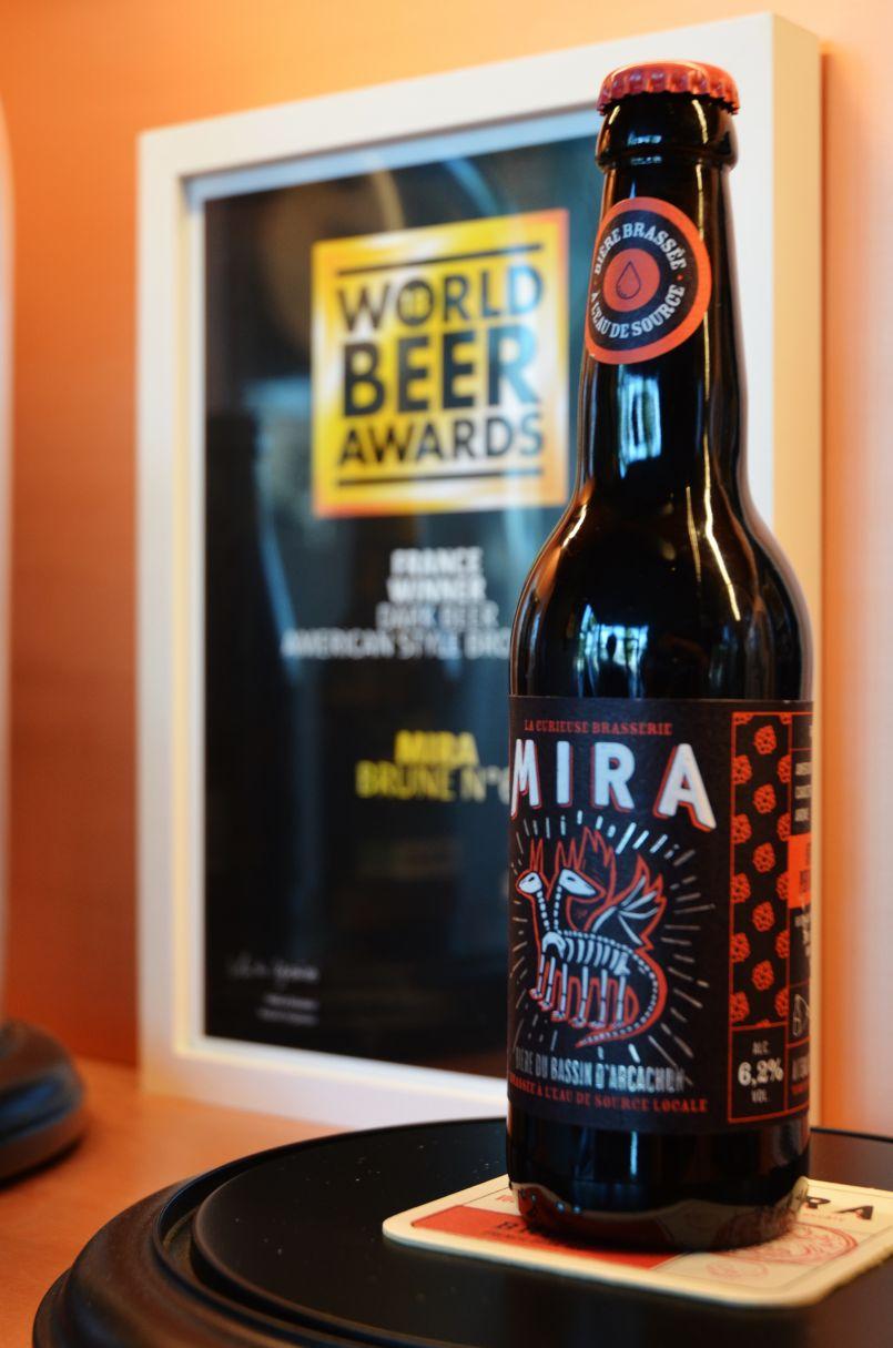 Sur le Bassin d'Arcachon...les brunes comptent. La bière Mira est championne du monde.