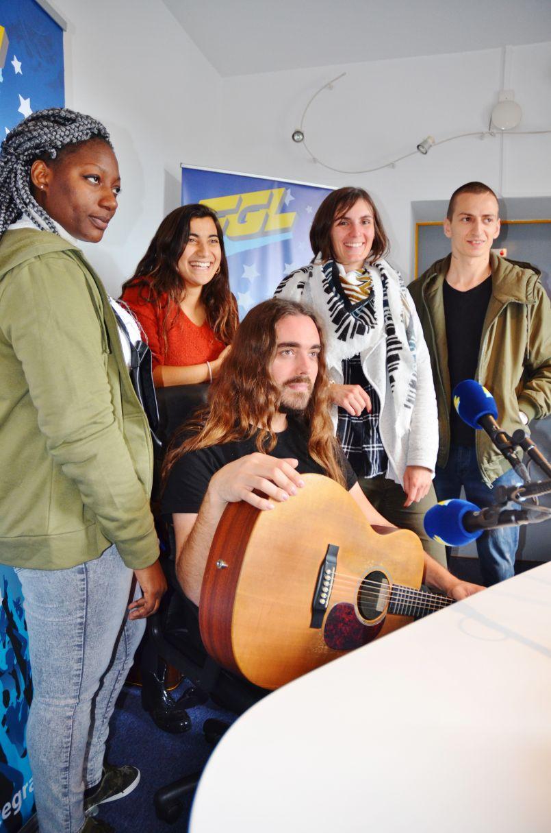 En présence d'une partie du CADA, le journal de la rédaction avec deux réalisatrices québécoises et Qlay (artiste bordelais ex-The Voice)