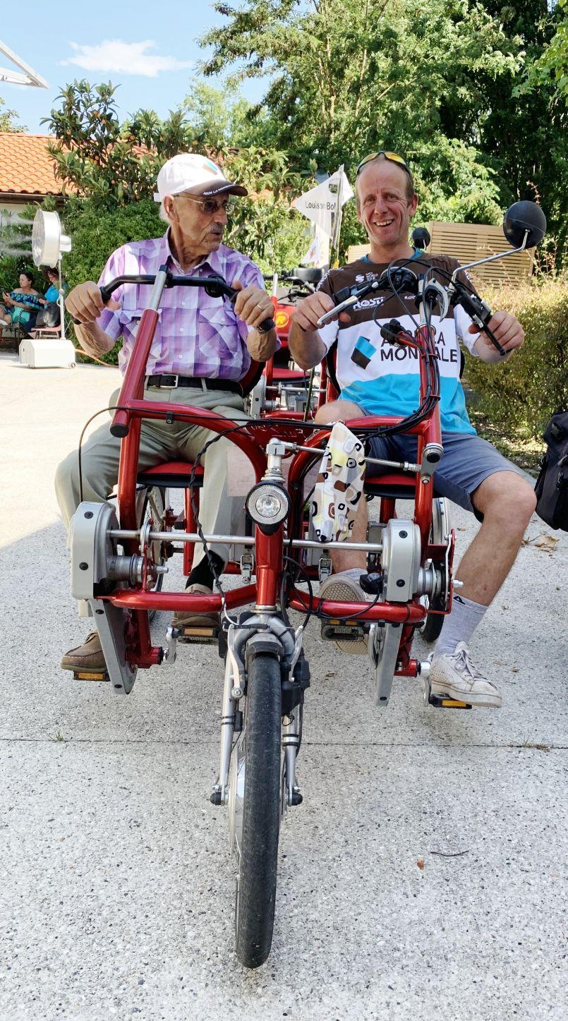 De la Gironde aux Landes, les aînés des EHPAD ont fait leur étape du 'Tour de France' à vélos