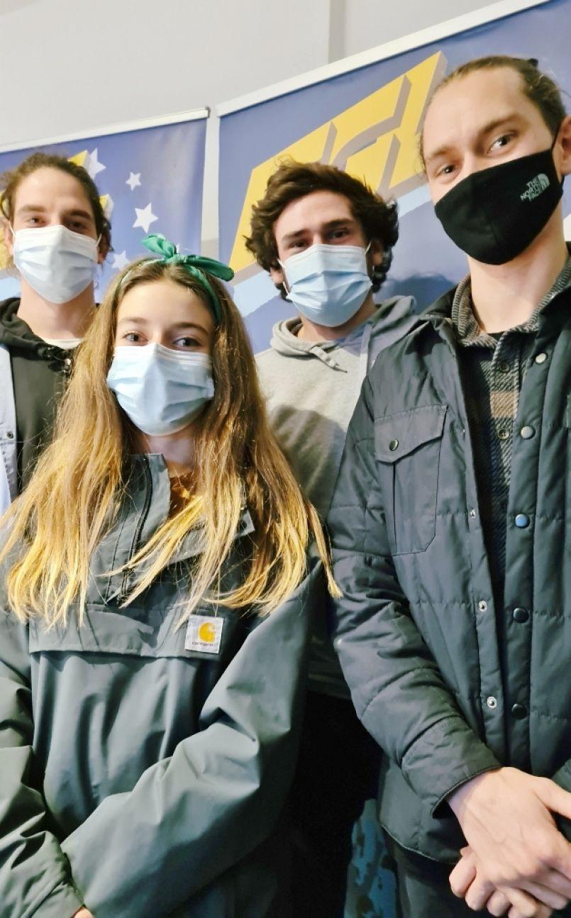 En avançant masqués, ils entendent recycler les masques. Ces jeunes de Biscarrosse tombent aujourd'hui le leur pour créer, avec cette matière, des...'Bacs à masques'