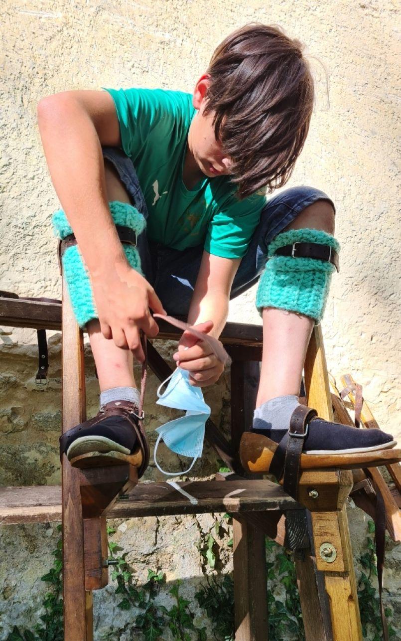 Comprendre les traditions landaises avec les Echassiers des Hérons des Lacs à Biscarrosse. Initiations cet été à l'ancienne école de Millas.