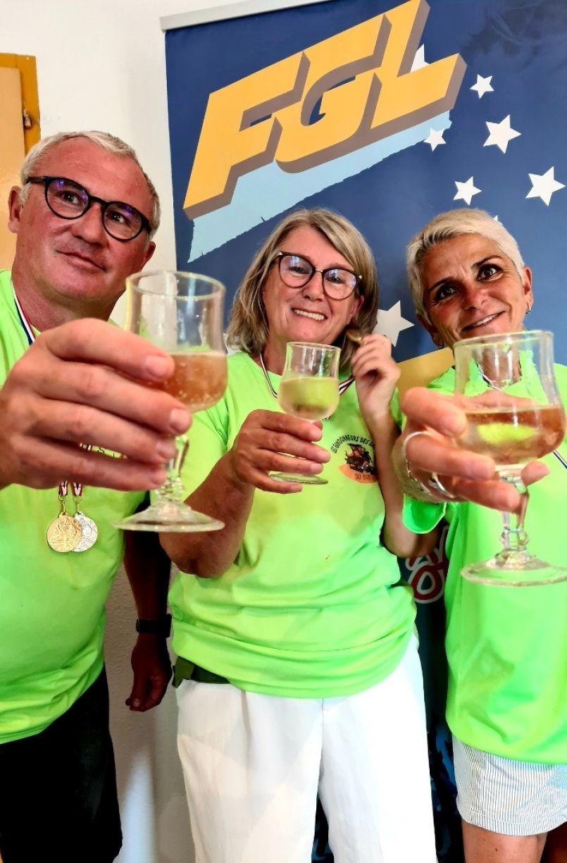 Or, argent et bronze...les Randonneurs des Sables ont honoré le Born lors des 1ers championnats de Nouvelle-Aquitaine de 'Longe Côte'.